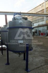 Емкость для воды и трития в составе ректификационной колонны